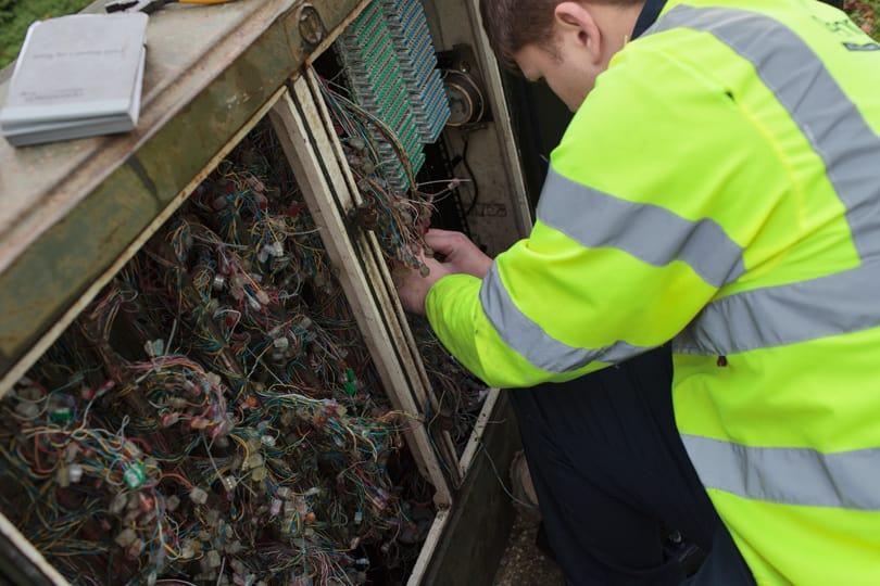 Fibre broadband installation at the street cabinet